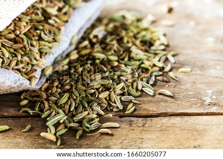 Fennel seeds on wooden table Foto stock ©