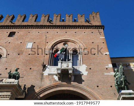 Ferrara, Italy. Palazzo Ducale and Volto del Cavallo, archway leading to the square. The Latin inscription on the left column explains that the monument was erected when Borso d'Este was still alive. Stock fotó ©