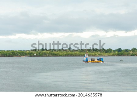 Ferry for vehicles and people between the city of Cananéia and Ilha Comprida. Foto stock ©