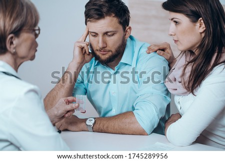Fertility doctor with man and women together in therapy consult session of inability to get pregnant Foto stock ©