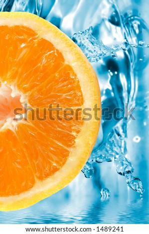 fetta arancione colorful su una priorità bassa fresca - stock photo
