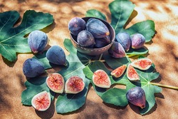 Few figs in a bowl and on the fig leaves