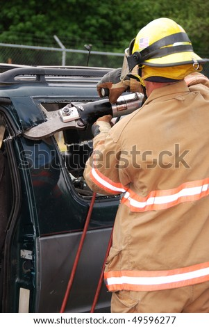 FF Cutting the Door Post before roof removal, Auto extrication drill  on a SUV with Roseburg OR Fire Dept.