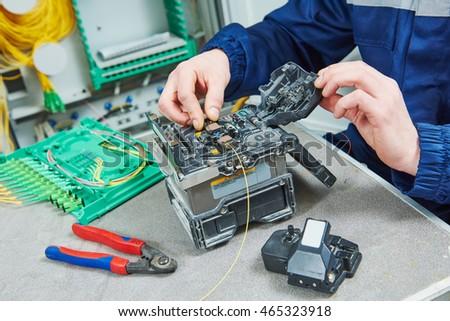 fiber optic cable splice machine in work ストックフォト ©