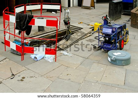Fibre optic communication cable maintenance at street