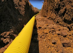 Field drainage pipe system in a trench