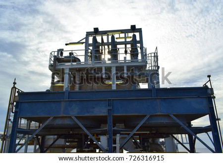 Fin tube type of lube oil cooler system to cooling lubrication system of gas turbine engine at oil and gas platform.