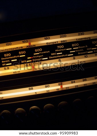 Finding the FM station on a old school hifi radio receiver