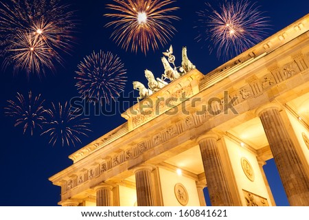 fireworks at brandenburger tor on new year's eve