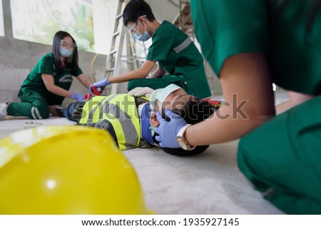 First aid for head injuries and Considered for all trauma incidents of worker in work, Loss of feeling or loss of normal movement and Loss of function in limbs, First aid training to transfer patient. Photo stock ©