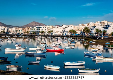 Fisher boats at the laguna Charco de San Gines at sunrise, city of Arrecife, Lanzarote, Canary Islands Foto stock ©