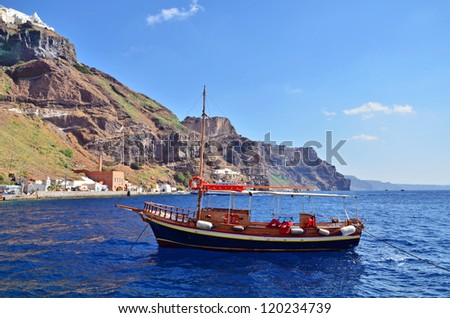 Fishing boat near the port of Fira