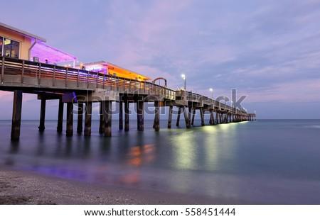 Fishing Peer at Dania Beach after Sunset, Fort Lauderdale, Florida, USA.  Zdjęcia stock ©