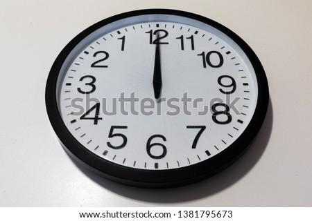 Flashback: Clock says midnight or noon?