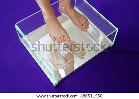 Flat foot, foot podoscope test. Female feet during a podoscopic examination in an orthopedic surgery #680511550