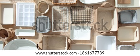 Flat lay of Marie Kondo's storage boxes, containers and baskets with different sizes and shapes for tidying up wardrobe. KonMari method organizer boxes set. Closet organizing concept. Foto stock ©