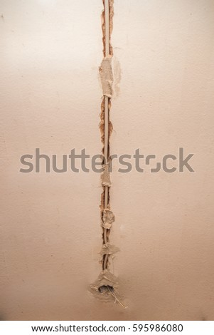Flat renovation, strings of interior installations, electrician conducted by wire to a specific socket Foto stock ©