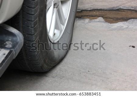 flat tire   #653883451