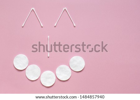 Flatlay white cotton buds for ears and cotton buds on a pink background with copy space. Sketchy funny image of a face with a smile. The concept of hygiene, medicine, health care, beauty #1484857940