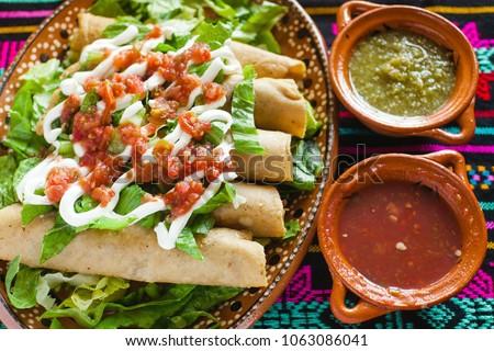flautas de pollo tacos and Salsa Homemade Mexican food mexico city  Foto stock ©