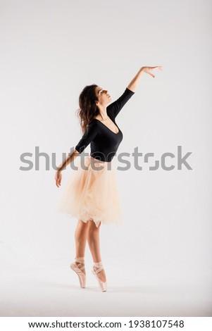 Flexible female, ballet dancer in black bodysuits, ballerina Foto stock ©