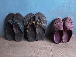 Flipflop or sandals with pattern and vertical position