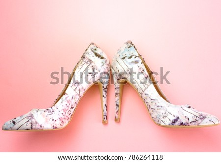 floral pump hight heeled on pink background #786264118