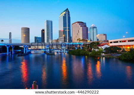 Florida Tampa skyline at sunset from Hillsborough river in US Foto stock ©