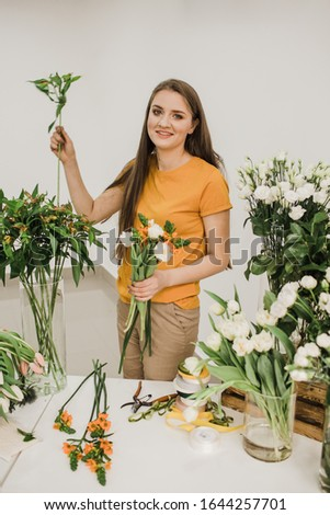 florist at work collects a white bouquet Сток-фото ©