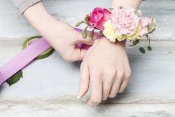 Florist at work: How to make a wrist corsage. Step by step, tutorial.