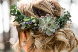 Flower crown from succulents - unusual wedding hairstyle for short hair, blonde