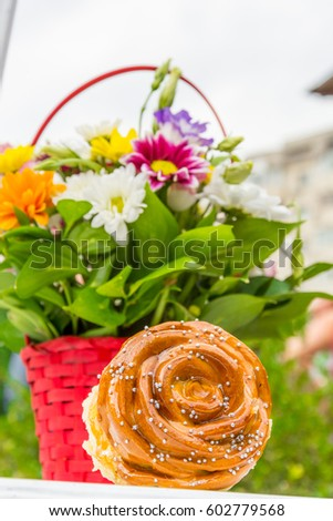 Flowers and pastries #602779568