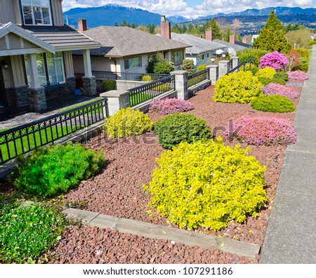 Pictures Of Front Yard Landscape Flowers | Bill House Plans