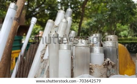 Fluorescent lightbulbs is consider as household hazardouswaste #703642579