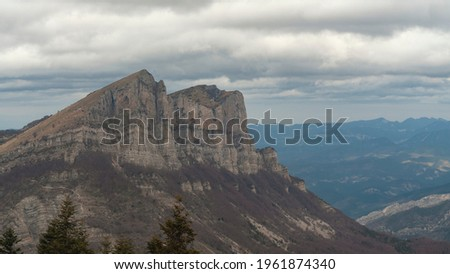 Focus on the Trois Becs, mountains of the Drome - France, under an overcast sky Photo stock ©