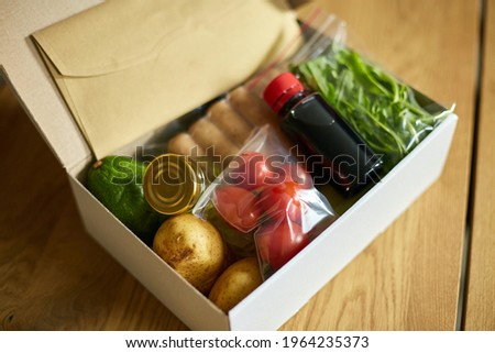 Food box meal kit of fresh ingredients and recipe blank order from a meal kit company, delivered, cooking at home. Photo stock ©
