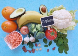 Food rich in glutathione: broccoli, cauliflower, banana, spinach, carrot, orange, avocado, onion, nuts. Glutathione is an antioxidant; helps make proteins in the body; has a variety of health benefits