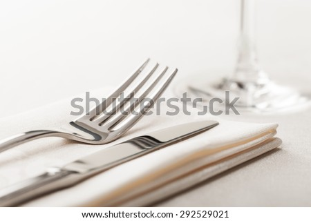 Food, tableware, tablecloth.