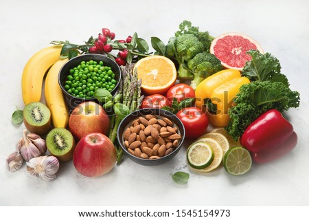 Foods high in vitamin C. Food rish in antioxidant, fiber, carbohydrates. Boost immune system and brain; balances cholesterol; promotes healthy heart. ストックフォト ©