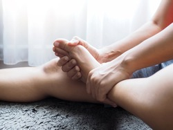 foot pain use hand massage to relieve pain and relax the foot muscles and numbness
