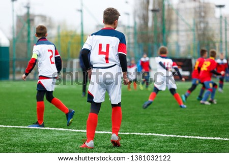 9a6116018ce Football teams boys in red
