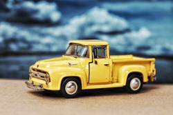 Ford f-100 Classic car model Yellow pick-up toy for children