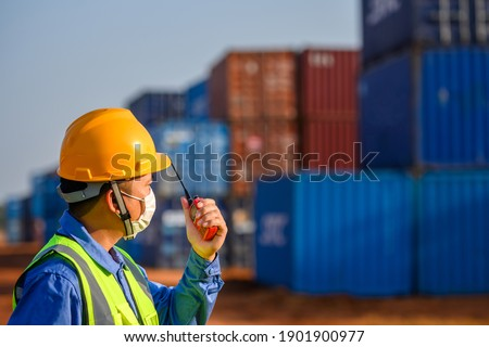 Foreman controls the transport of container boxes from cargo ships. For export and import of goods Foreman control industrial container ship ストックフォト ©