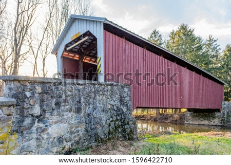 Forry's Mill Covered Bridge Spanning Chiques Creek Foto stock ©