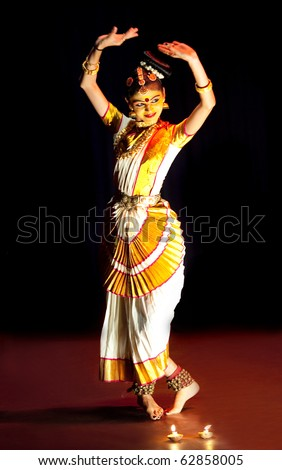 FORT COCHIN, INDIA - FEBRUARY 17: Mohiniyattam (Dance of the enchantress) performer on February 17, 2010 in Cochin, South India. Mohiniyattam is traditional classical South Indian dance from Kerala.