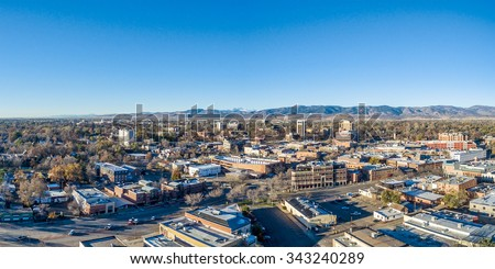 Fort Collins downtown aerial panorama,  fall  scenery od Colorado with Front Range of Rocky Mountains in background Photo stock ©