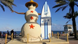 Fort Lauderdale Beach in Florida for an excellent vacation with great weather and a snowman sculpture ready to surf with its surf board
