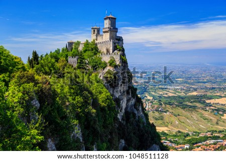 Fortress Guaita on Mount Titano is the most famous tower of San Marino, Italy. Foto stock ©