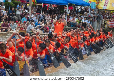 FOSHAN-June 23:The Dragon Boat Festival dragon boat in Fen rivers, there are 17 dragon boat teams took part in the game, attracted tens of thousands of people watched June 23, 2015 in Foshan, China