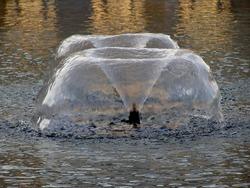 Fountain forming hemispheres of water